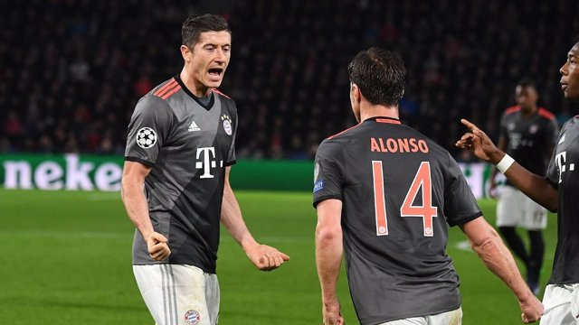 Lewandowski celebra uno de sus goles
