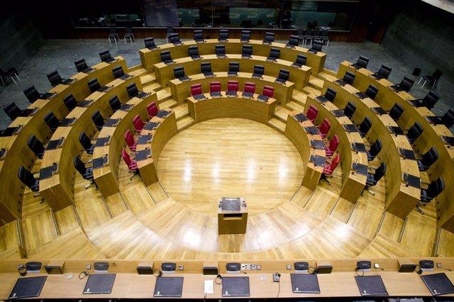 Salón de plenos del Parlamento de Navarra.