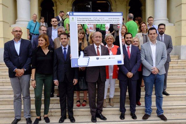 El alcalde de málaga y la corporación apoyan zona libre paraísos ficales oxfam