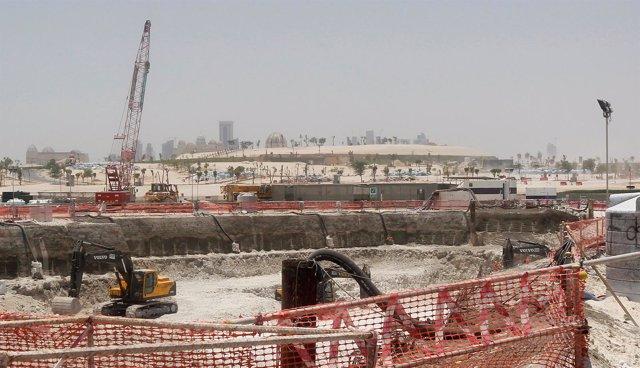 Construcción de una carretera en la capital de Qatar, Doha