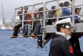 Amnistía denuncia expulsiones ilegales y malos tratos a inmigrantes en Italia