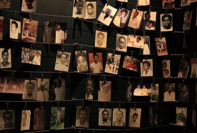Footgrafías de ciudadanos asesinados durante el genocidio en Ruanda 1994