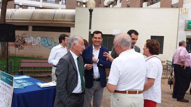 Juanma Moreno en una visita a Almería
