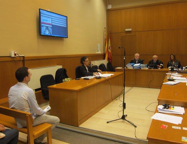 Juicio a un mosso por abofetear a un detenido en la comisaría de Mataró