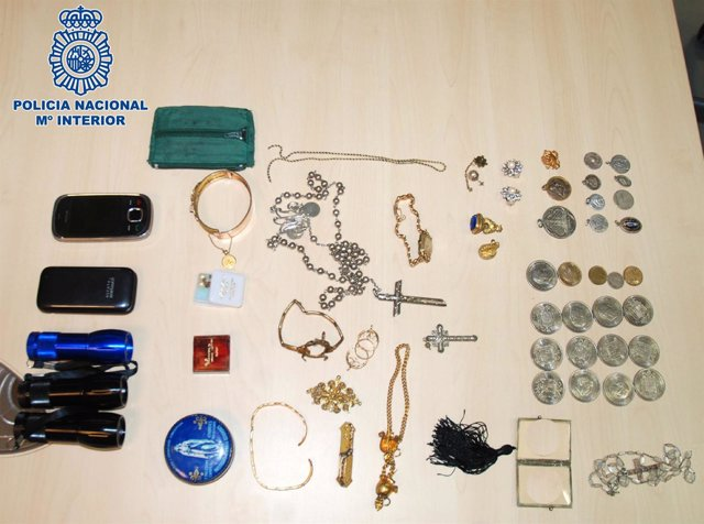 Material intervenido a cuatro detenidos por robos en Santiago.