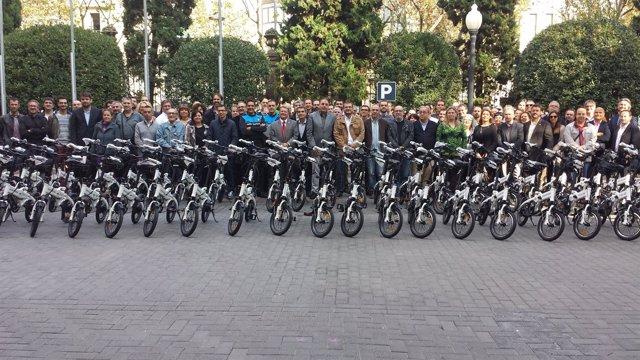 Entes locales con las bicicletas eléctricas que cede la Diputació de Barcelona