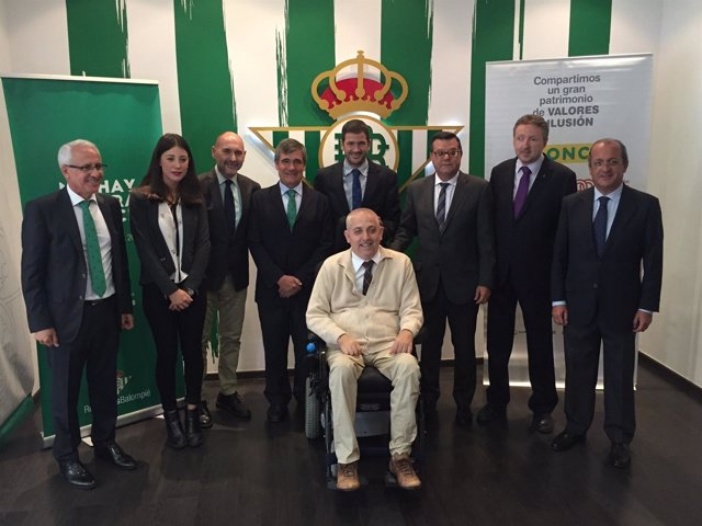Firma del acuerdo entre el Betis y la ONCE