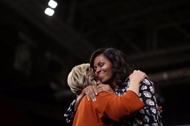 Hillary Clinton y Michelle Obama durante un acto de campaña