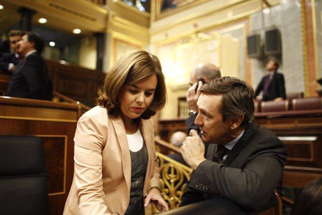 Soraya Sáenz de Santamaría y Rafael Hernando en el Congreso