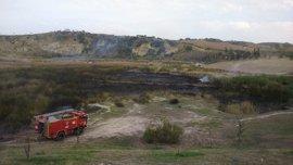 """Sucesos.- Sofocado un incendio """"intencionado"""" en un parque de Morón de la Frontera"""