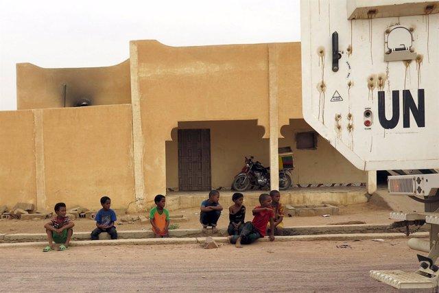 Niños malienses en la ciudad de Kidal