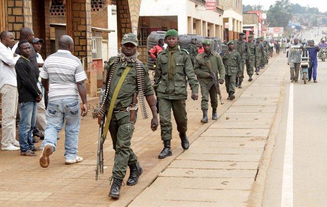 Militares congoleños evitan que civiles se manifiesten contra el Gobierno.
