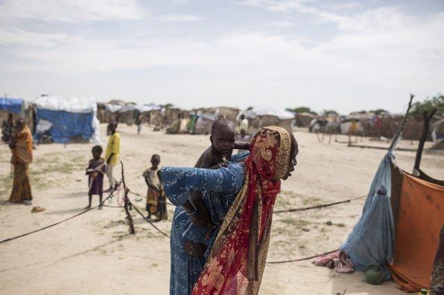 Madre e hijo desplazados por Boko Haram en Níger