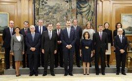 Los ministros juran su cargo, salvo Santamaría y Cospedal que optaron por la promesa