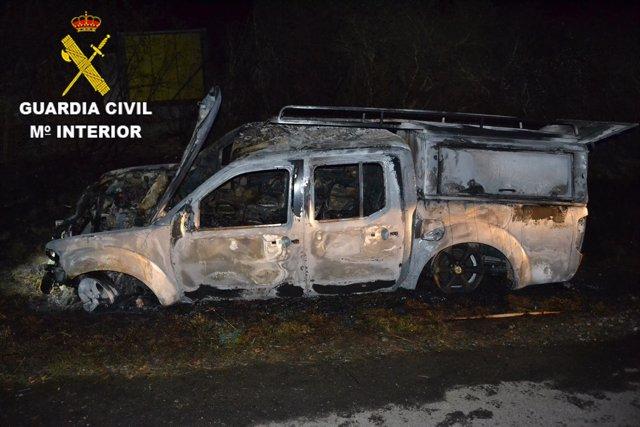 Investigado en Neda por atropello, fugarse y quemar vehículo.