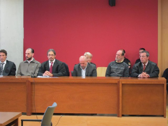 Los acusados, en el banquillo, aguardan la lectura del veredicto