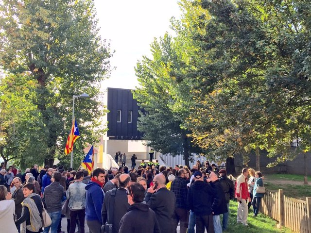 Concentración ante los juzgados de Berga por la detención de la alcaldesa