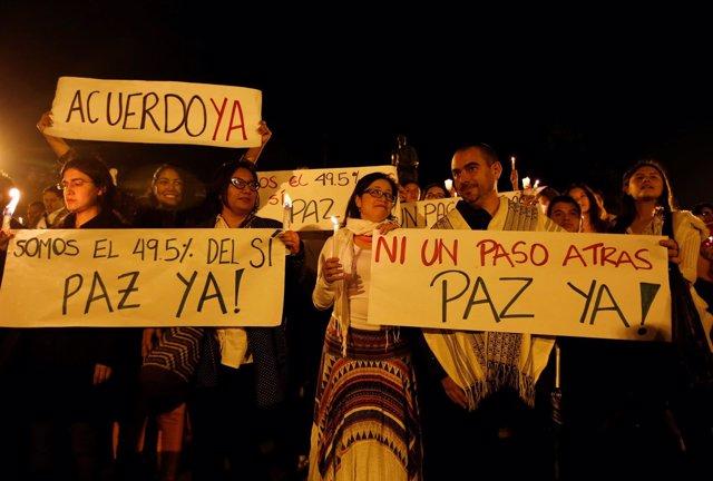 Colombianos inundan las calles para pedir que se concrete un acuerdo de paz