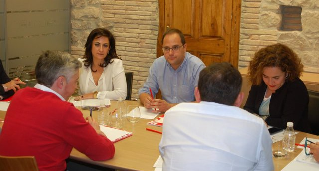 El secretario general PSOE, César Luena y cargos socialistas reunidos en Logroño