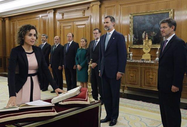 Juramento ante el Rey de la ministra de Sanidad, Dolors Montserrat