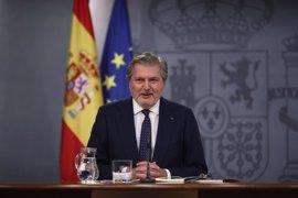 """Rajoy subraya a sus nuevos ministros que tienen que """"dialogar mucho y pactar mucho"""""""