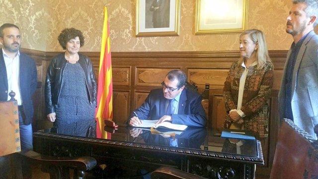 El conseller Jordi Jané visita el Ayuntamiento de Vilanova i la Geltrú