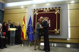 """Cospedal asume la cartera de Defensa para trabajar """"por la grandeza de España"""" con """"la ayuda de Dios"""""""