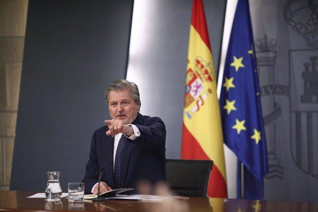 Primera rueda de prensa de Méndez de Vigo en Moncloa