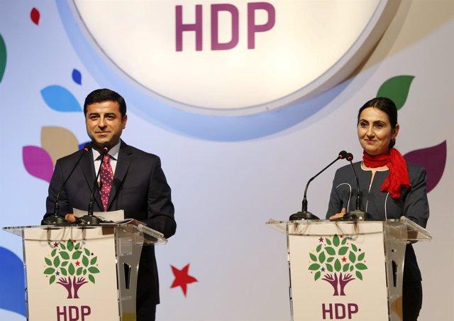 Selahattin Demirtas y Figen Yuksekdag, líderes del HDP