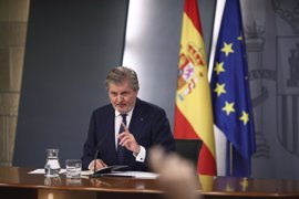 """Méndez de Vigo dice que Rajoy se reunirá con Puigdemont cuando la """"agenda lo permita"""""""