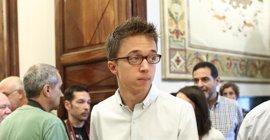 "Errejón, sobre la polémica de Espinar, dice que no cree en ""conspiraciones"""