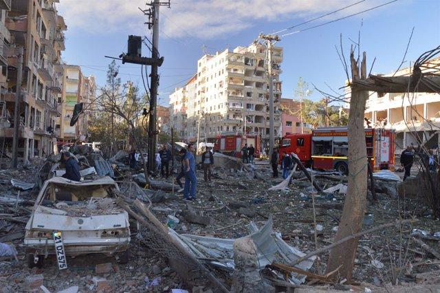 Atentado con coche bomba en Diyarbakir