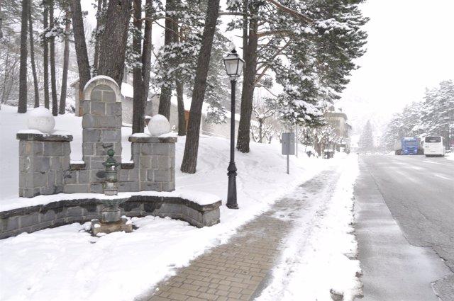 La nieve afecta a varias localidades altoaragonesas