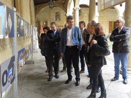 La Diputación de León inaugura la exposición 'Enfocando al Bibliobús' con fotografías de autores de la Asociación Focus