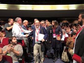 El PSC inicia su XIII Congreso ovacionando a los diputados díscolos con el PSOE
