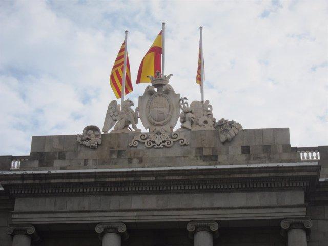 Banderas en el Ayuntamiento de Barcelona