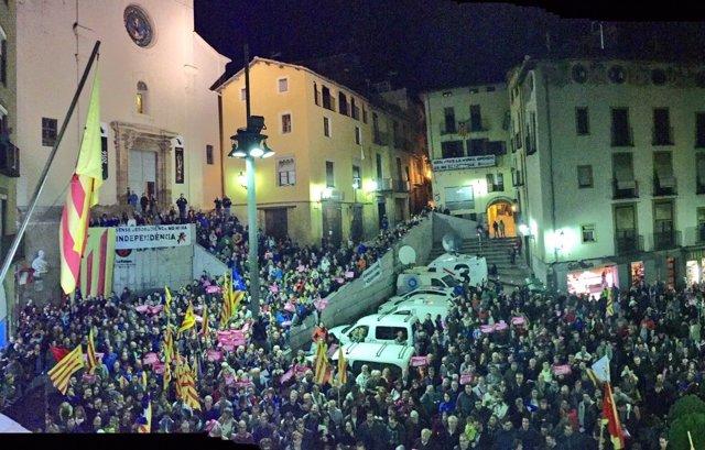 Concentración de apoyo a la alcaldesa de Berga, Montse Venturós (CUP)