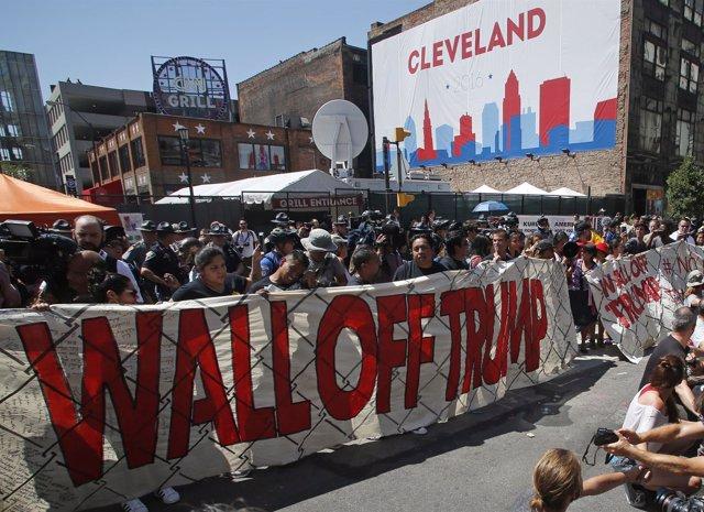 Protesta de inmigrantes contra la propuesta de muro de Trump
