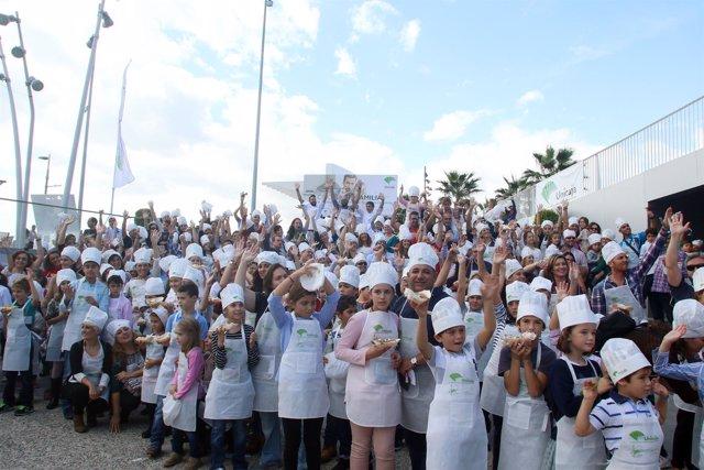 Taller 'Cocinar en familia' de Unicaja en Muelle Uno de Málaga