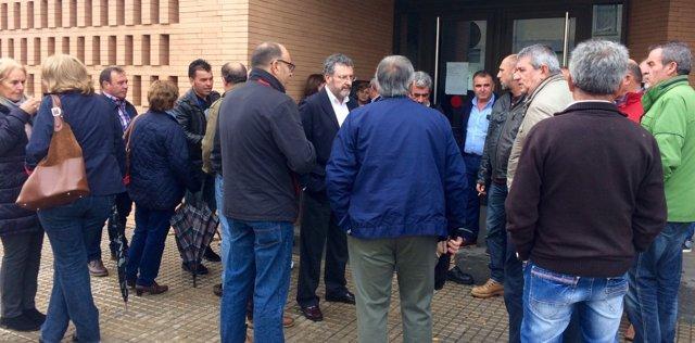 Miembros de UPA en las puertas del juzgado de Mérida