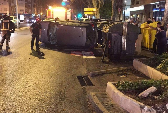 La Policía Local interviene en un accidente de tráfico con conductora atrapada