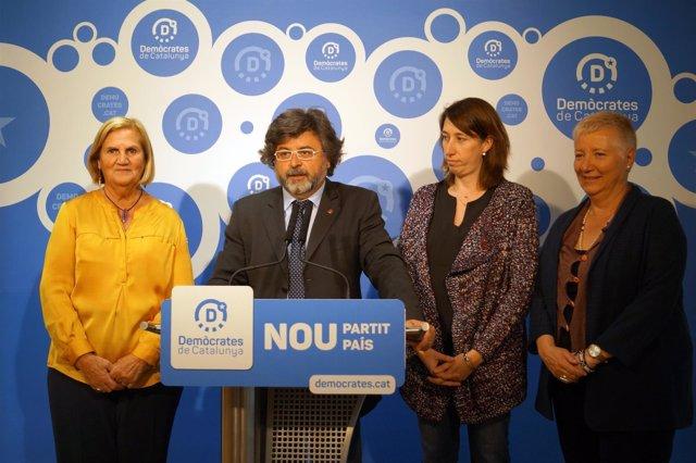 N.De Gispert, A.Castellà, T.Laïlla y E.Ribera (Demòcrates).