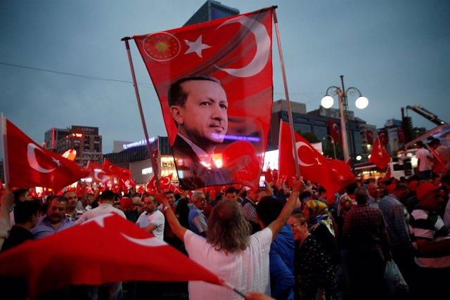 Manifestación en apoyo del Gobierno turco y de Erdogan