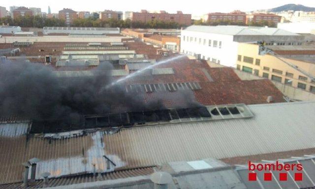 Incendio en Sant Adrià de Besòs (Barcelona)