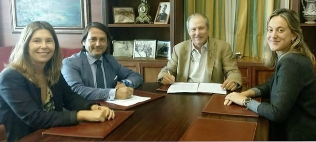Firma de acuerdo entre Montesierra y Universo Santi