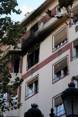 Fachada de la vivienda en la que ha tenido lugar el incendio.