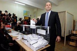 Los primeros resultados dan la victoria a Radev en las presidenciales en Bulgaria