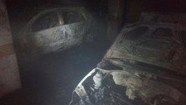 Doscientos desalojados y un bombero herido tras un incendio en un garaje de Mairena