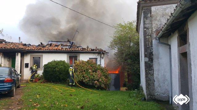 Incendio en casa de Villaviciosa