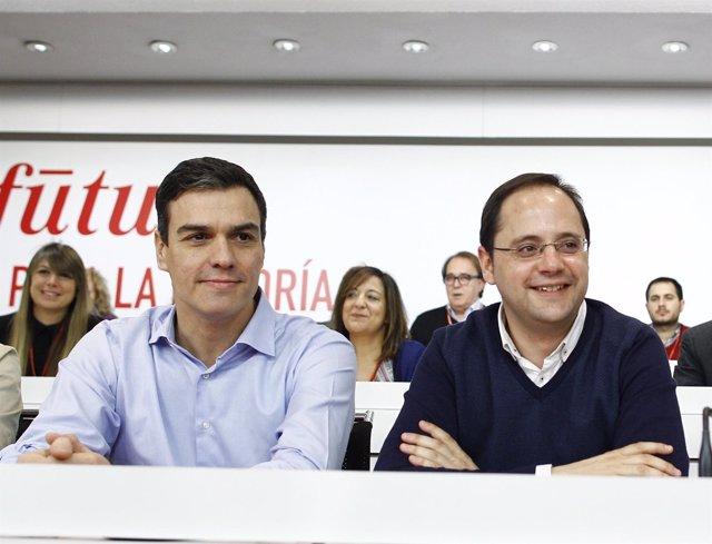 Los socialistas Pedro Sánchez y César Luena